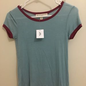 NWT 🏷 URBAN OUTFITTERS Tee